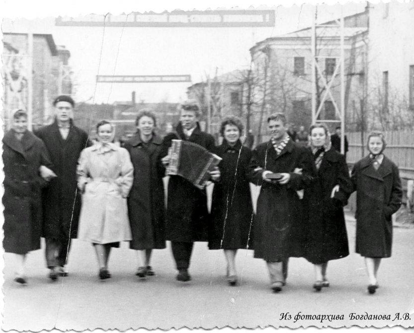 На улице Свердлова на Первомай, 1960-е годы