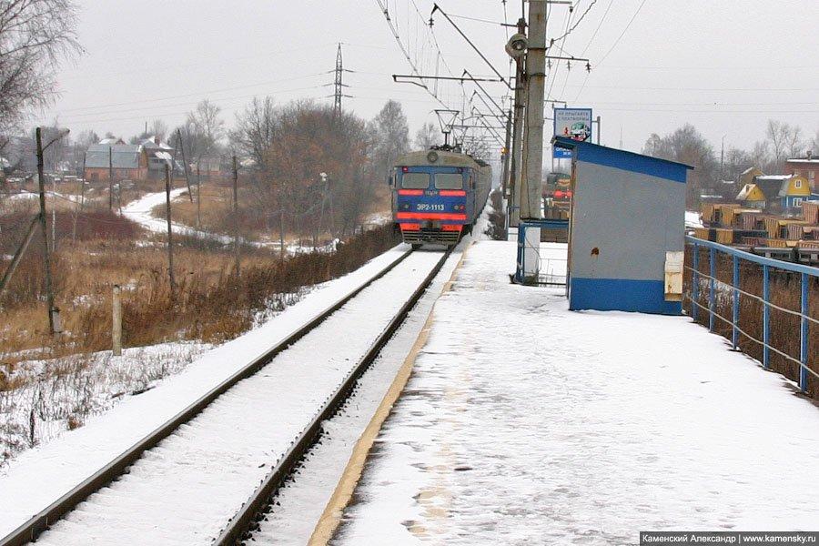 Электропоезд ЭР2-1113 близ платформы Дальний, 2006 год