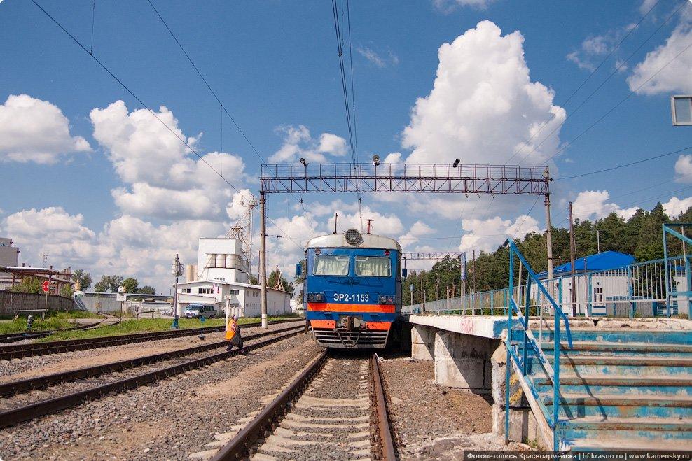 Электропоезд ЭР2-1153 на станции Красноармейск