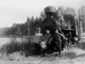 Паровоз у озера. На снимке справа машинист Бахурин В.Я., 1952 год