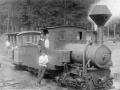 Железнодорожники с паровозом и вагоном для туристов, 1930-е годы