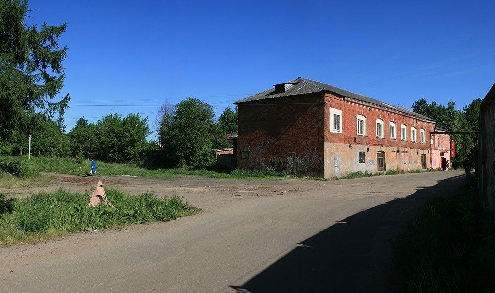 Здесь находились пути УЖД, улица Лермонтова