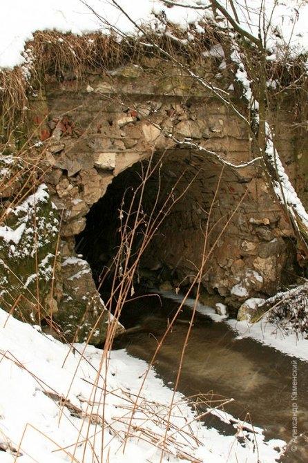 Водопропускная труба под насыпью, окрестности Федоровского